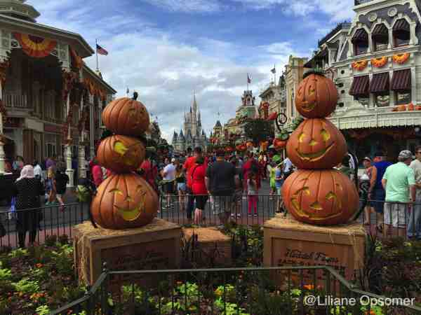 how to have fun at mickeys not so scary halloween party by liliane opsomer